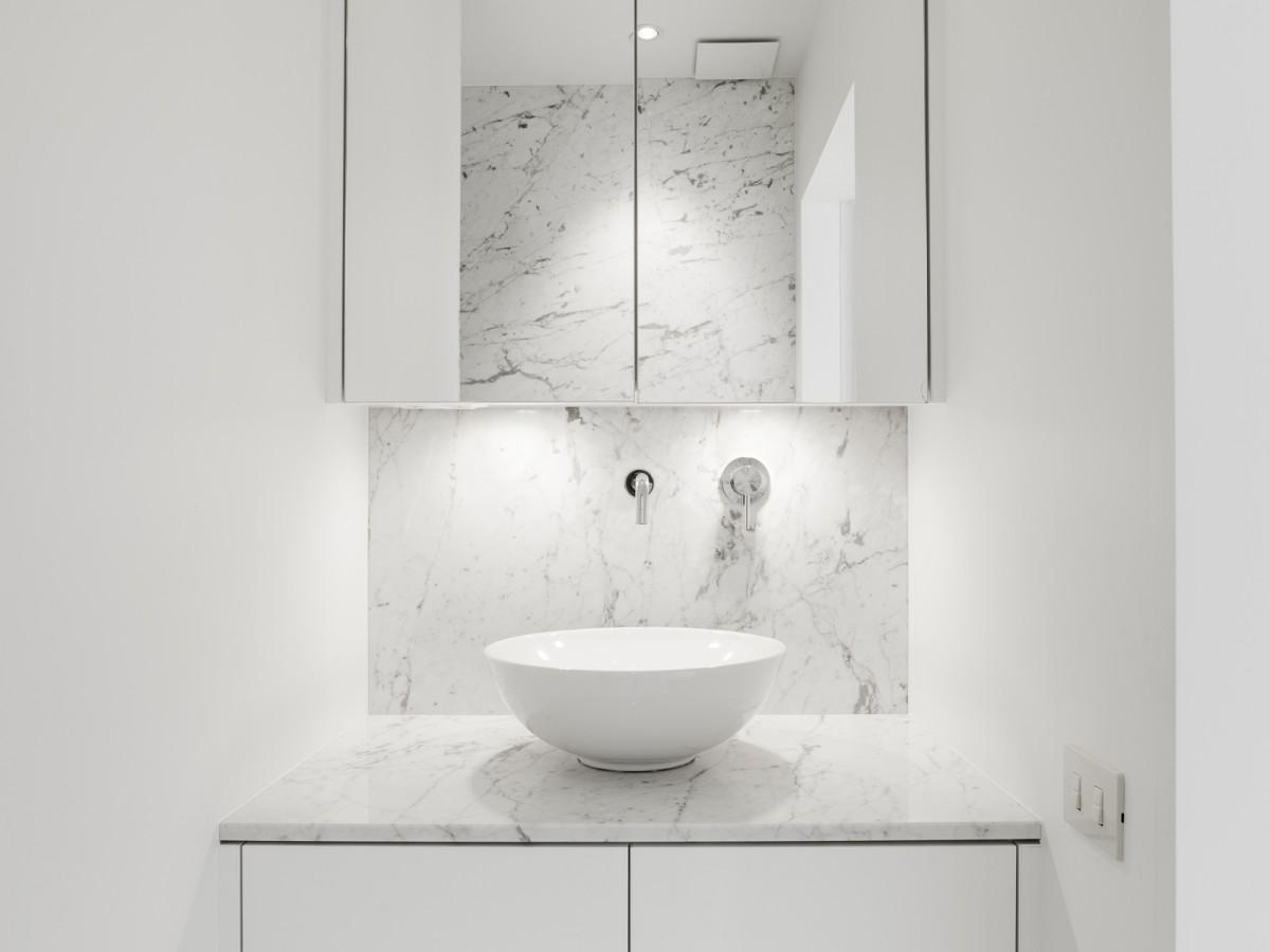 Marmer badkamer. het geeft een luxueus effect in de keuken badkamer